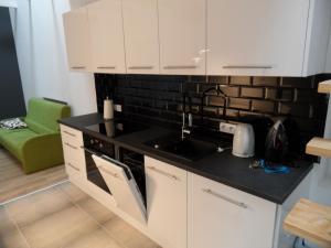 A kitchen or kitchenette at Klimatyczny apartament przy bocheńskim Rynku.