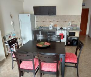 Una cocina o kitchenette en Opción B