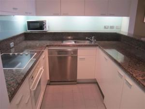 A kitchen or kitchenette at Quay West 2007