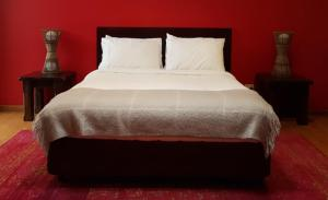 A bed or beds in a room at Tantarra Bed & Breakfast