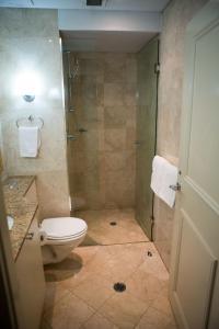 A bathroom at Bond 1217