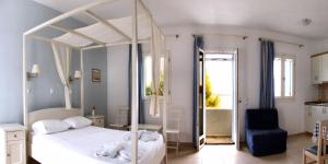 A bed or beds in a room at Dream Island Hotel