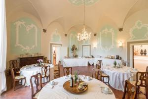 A restaurant or other place to eat at Badia a Coltibuono