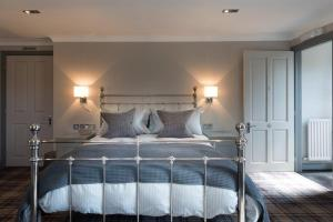A bed or beds in a room at The Sawley Arms