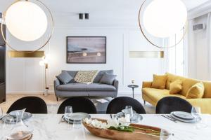 A restaurant or other place to eat at HighStay - Louvre / Saint Honoré Serviced Apartments