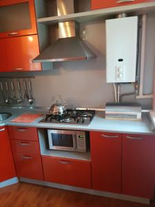 A kitchen or kitchenette at Apartment lenina 5g
