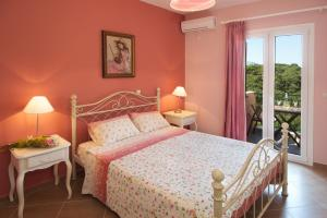 A bed or beds in a room at Villa Zoi