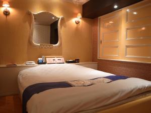 ホテルラルジュ(大人専用)にあるベッド