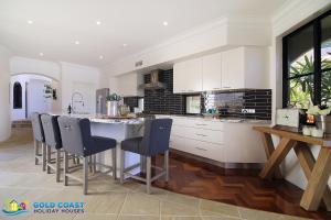 A kitchen or kitchenette at Riverside Escape