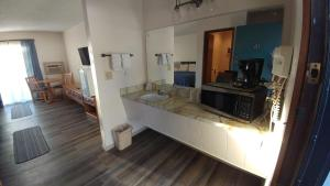 A kitchen or kitchenette at Colwell Motor Inn