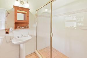 A bathroom at Montville Boutique BnB