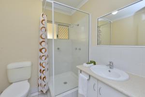 A bathroom at Seascape Holidays at Marina Terraces