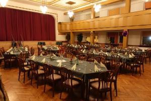 Ein Restaurant oder anderes Speiselokal in der Unterkunft Goldener Löwe Triebes