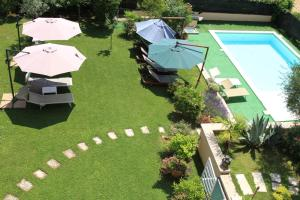 A view of the pool at Villa dell'Olivo Bianco or nearby