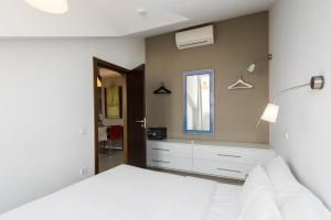 A bed or beds in a room at Alfama - Lisbon Lounge Suites