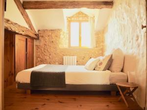 A bed or beds in a room at La Belle Verte