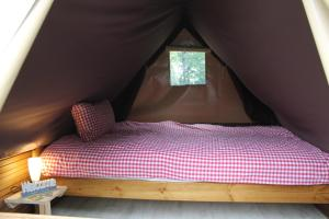 A bed or beds in a room at AZUR Camping Wertheim