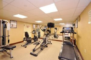 The fitness centre and/or fitness facilities at Sheridan Hotel