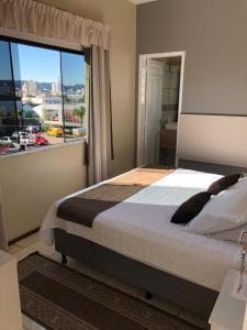 Cama ou camas em um quarto em American Hotel