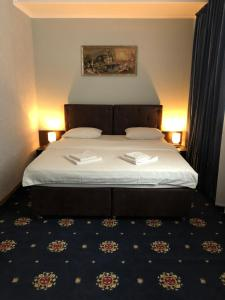 A bed or beds in a room at Alir