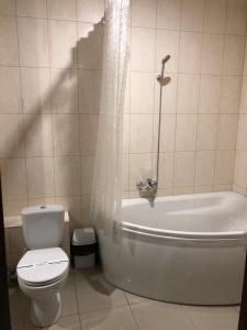 A bathroom at Alir
