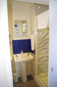A bathroom at Kingsbarns B & B