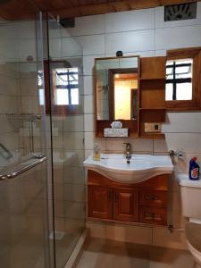 A bathroom at Ngomongo