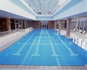 The swimming pool at or near Okura Akademia Park Hotel