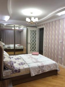 Cama ou camas em um quarto em Uzeyir Hajibeyov 35 Avenue