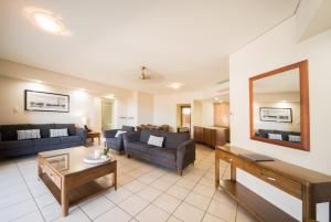 A seating area at Portside Whitsunday Luxury Holiday Apartments