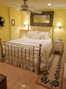 A bed or beds in a room at Babbling Brook Retreat