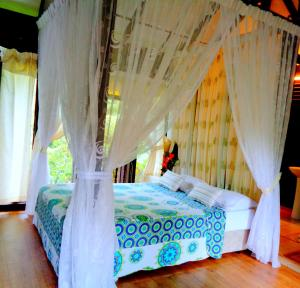 A bed or beds in a room at Villa Sri Kampung