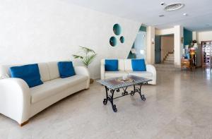 Een zitgedeelte bij Hotel Villa Esperia