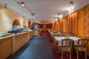 A restaurant or other place to eat at Hotel Tabor