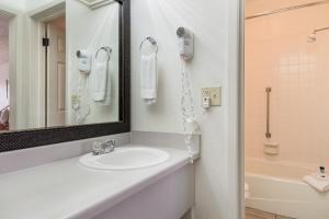 A bathroom at Americas Best Value Inn Paris