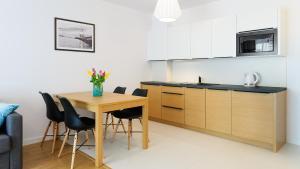 Kuchnia lub aneks kuchenny w obiekcie FARO Apartamenty Bliżej Morza
