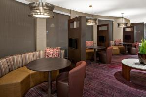 The lounge or bar area at Courtyard Flagstaff