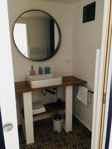 A bathroom at Les Chambres d'Hôtes de Bordustard