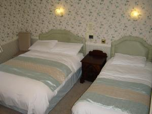 A bed or beds in a room at Midgley Lodge Motel & Golf Course