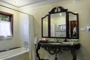 A bathroom at Mayfair Lagoon