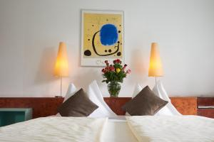 A bed or beds in a room at Star Inn Hotel Premium Graz