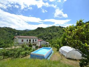 Piscina di Welcoming Holiday Home in Molazzana with Private Pool o nelle vicinanze