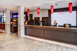 The lobby or reception area at IntercityHotel Berlin Brandenburg Airport