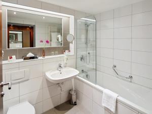 A bathroom at Austria Trend Hotel Europa Graz Hauptbahnhof