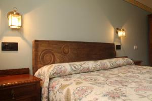 A bed or beds in a room at Casa Torreteyera