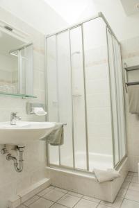 Ein Badezimmer in der Unterkunft Hotel Quellenhof