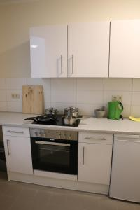 A kitchen or kitchenette at City-Pension Magdeburg