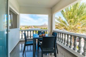 Uma varanda ou terraço em Palm Crest