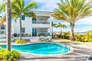 A piscina localizada em Palm Crest ou nos arredores