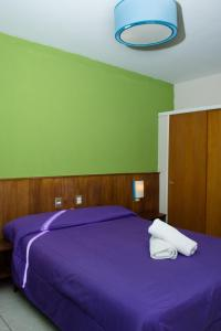 A bed or beds in a room at Marcopolo Inn Hostel Bariloche